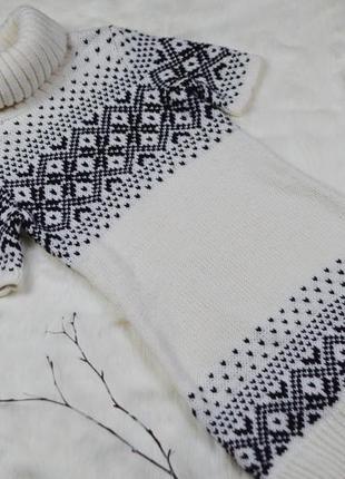 Вязаное платье с горлом
