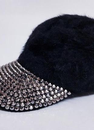 Молодёжная, тёплая, ангоровая кепка с заклёпками!