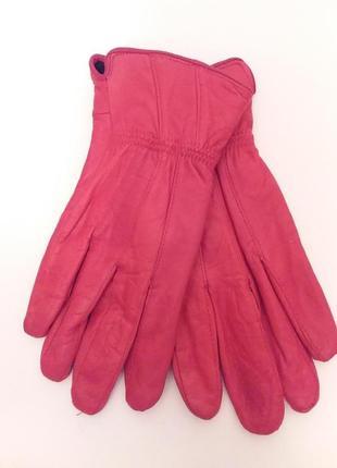 Эффектные кожаные перчатки на утеплителе флис
