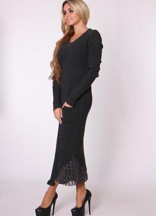 Трикотажное вязаное платье миди с кружевом