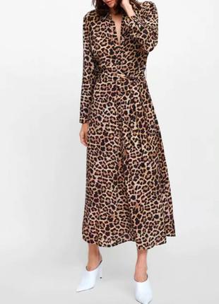 Шикарное платье из атласа с леопардовым принтом