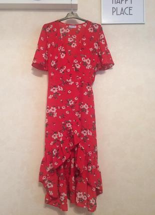Красивое летнее платье с рюшами красное в цветах loavies
