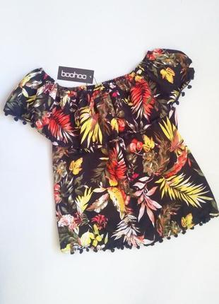 Яркая блуза, открытые плечи,свободного кроя