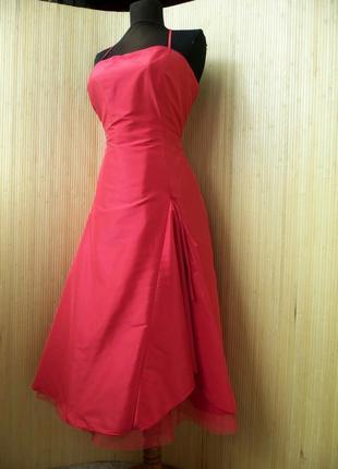 Атласное красное платье бюстье  с фатином