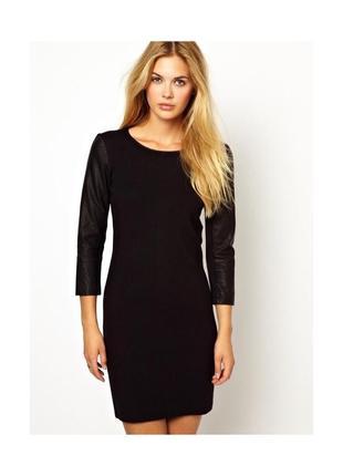 Черное платье миди с кожаными рукавами xs