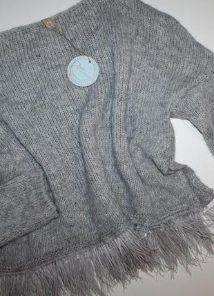 Шикарный свитер с перьями. новый италия.