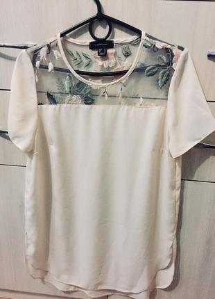 Отличная пудровая блуза с вышивкой на сетке