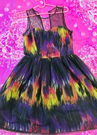 Дуже красиве чорне плаття з кольоровими вставками