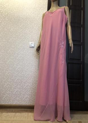 Нежное вечернее платье с вышивкой в пол