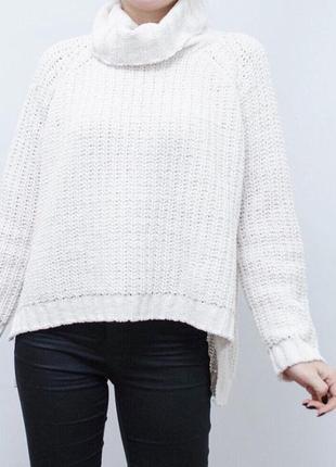 Милый приятный белый свитер из синели