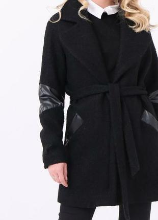 Шерстяное теплое зимнее  пальто под пояс со вставками.