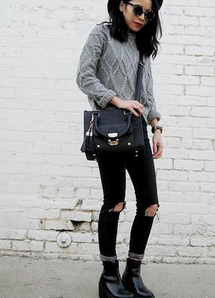 Серый укороченный свитер с красивым узором
