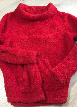 Красная мягкая кофта