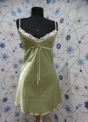 Пеньюар цвета глянцевая оливка с завязочкой и кружевным лифом feliciya атласный
