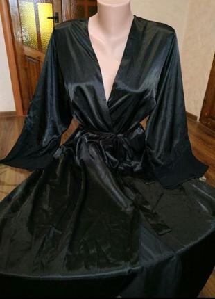 Шикарный атласный черный халатик