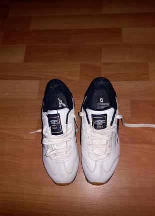 Фірмові кросовки