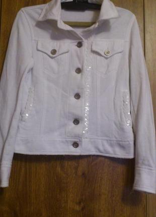 Белоснежный трикотажный пиджачок, курточка с паетками