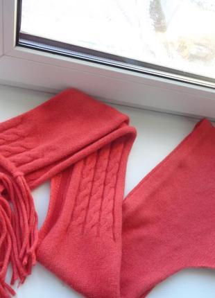 Теплый шерстяной шарф с небольшим капюшоном
