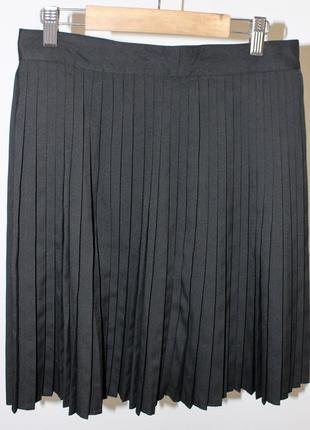 Чкрная плессированая юбка
