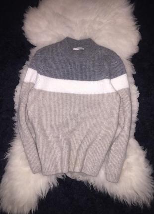 Трёхцветный мягусенький бежевый свитер кофта