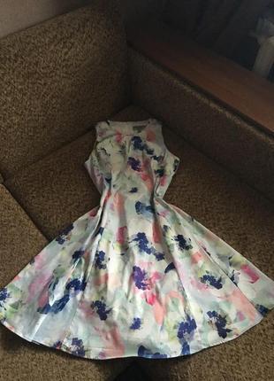 Красивое котоновое платье