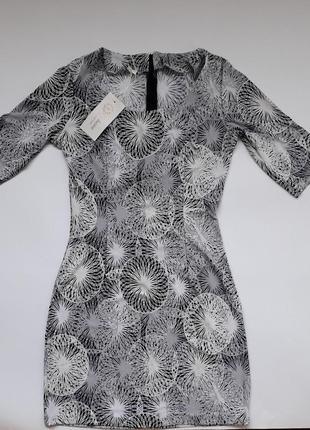 Облегающее платье в расцветках