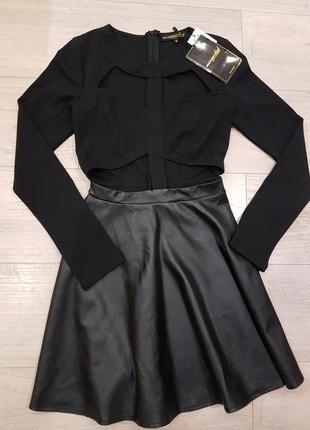 Стильное платье с кожаной юбкой и длинным рукавом