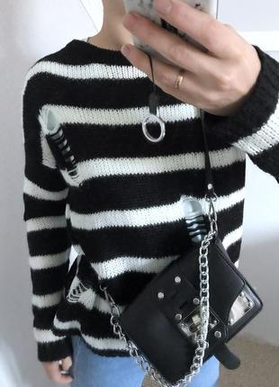 Очень крутой свитер в полоску с рваностями дырками primark