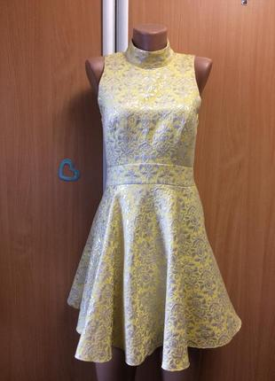 Нарядное платье с открытой спинкой размер м