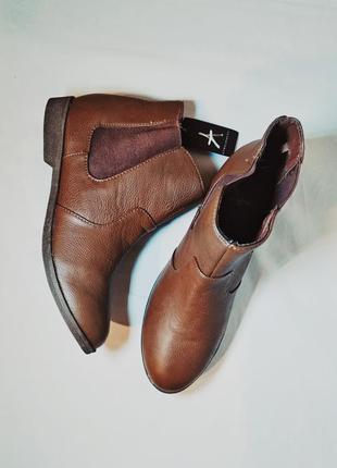 Практичные брендовые ботинки/челси/ботильоны/полусапожки на низком каблуке