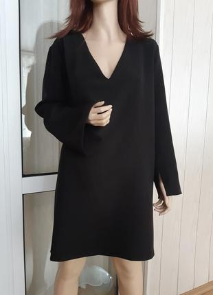 Платье с v обратным вырезом