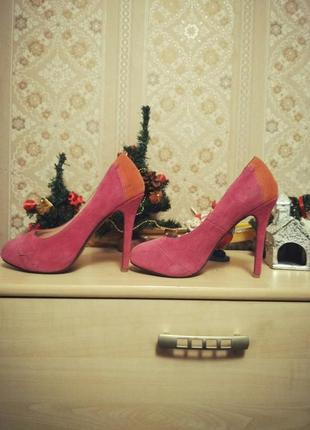 Замшевые туфли с скрытой платформой