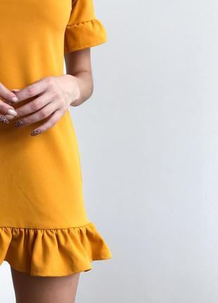 Платье с оборкой missguided