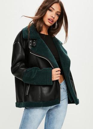 Трендовая крутая кожаная куртка авиатор с зелеными вставками меха m/l missguided