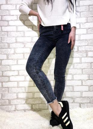 Круті джинси з необробленим низом new look