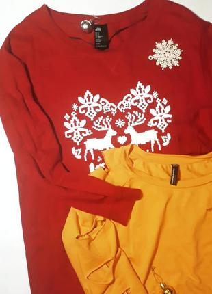 Красный удлиненный свитшот с новогодним принтом h&m  s