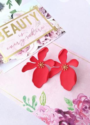 Серьги красный цветок/стиль зара/матовый/каучук/новая коллекция/тренд/стильно