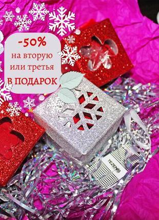Красные стринги в подарочной коробочке от tezenis