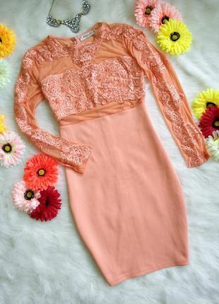 Наймовірне персикове плаття з сіткою та кружевом