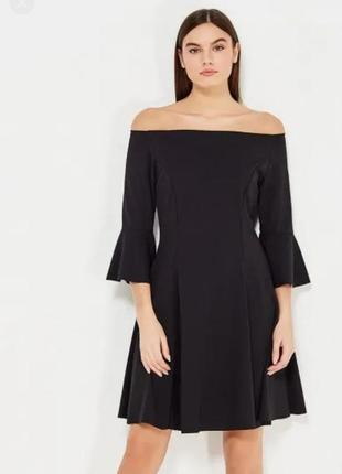 Стильное платье со спущеними плечами