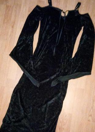 Платье бархатное велюровое черное миди длинное голые плечи рукав длинный колокол