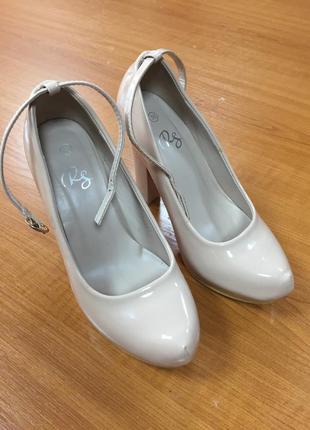 Туфли нюдовые на скрытой платформе