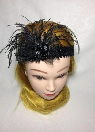 Повязка с перьями. черная повязка. стиль чикаго