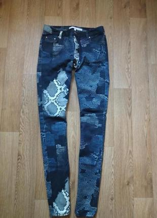 Яркие джинсы слимы от other stories