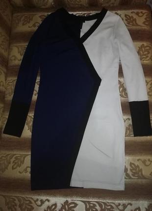 Эффектное двухцветное платье