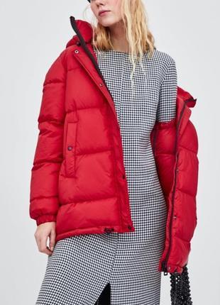 Стёганная куртка из водонепроницаемой ткани zara красного цвета, размер xs