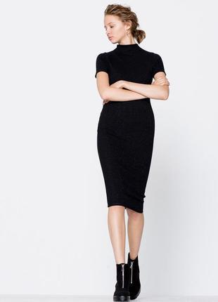 Обновка 💔 актуальное черное платье миди с блестящей нитью и высокой горловиной pull&bear