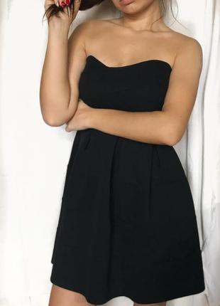 Черное платье без лямок