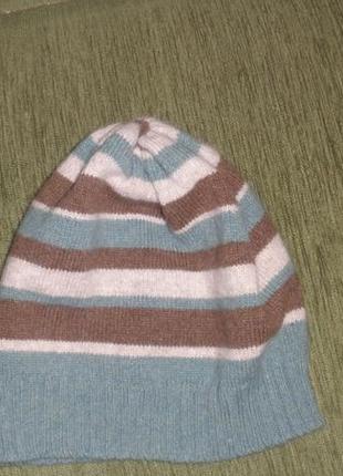 Фирменная шерстяная шапка