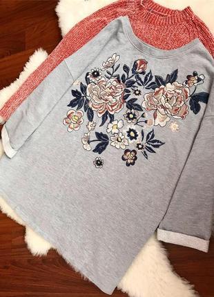 Теплая кофта свитшот из натуральной ткани в цветы с вышивкой